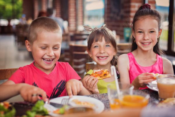 ¿No sabes qué hacer de cena para tus niños? Te contamos las mejores recetas saludables que puedes prepararles