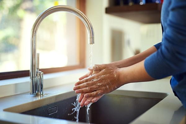 No lavarse las manos antes de cocinar puede causarte salmonelosis