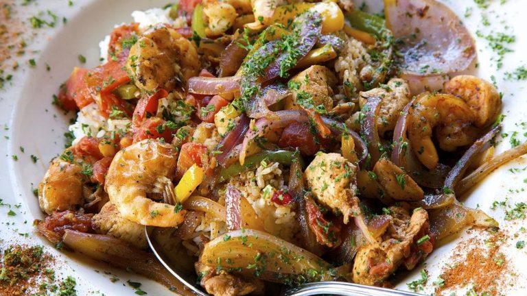 Disfruta de una deliciosa comida con esta receta de Pollo con Camarones